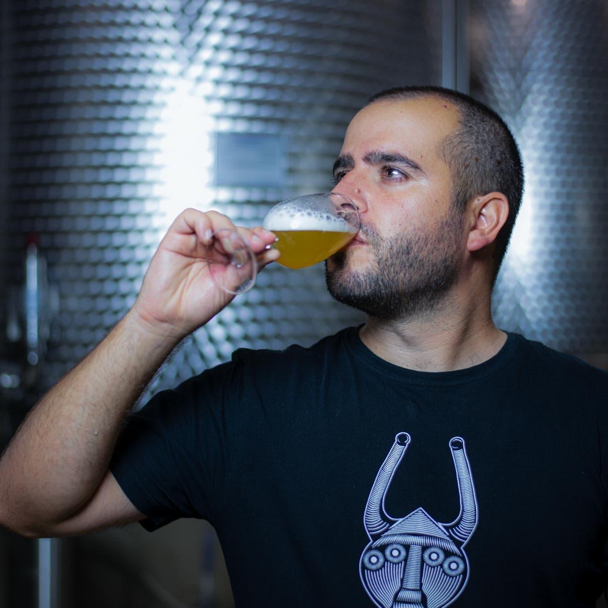 https://www.birrificiomarduk.com/wp-content/uploads/2020/07/19a_Mauro_Marduk_brewery_birrificio_agricolo_guarda_oltre_birre_Irgoli_Sardegna.jpg